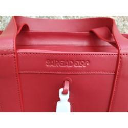 Shopper Figa rojo: detalle marca Sargadelos grabada en la piel